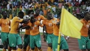 Die Ivorer feiern das von  Max-Alain Gradel am 28. Januar 2015 in Malabo erzielte Tor.