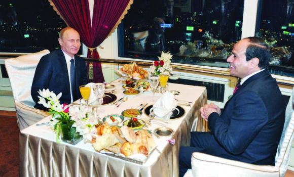 Putin (links) und Al-Sissi (rechts).