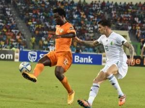 Der Elfenbeiner Wilfried Bony (links) schoss 2 Tore beim 3:1-Sieg der Elfenbeinküste über  Algerien am 1. Februar 2015.