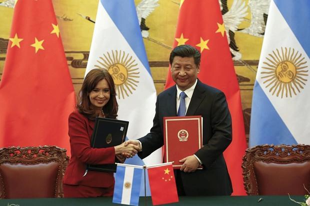 Cristina Fernadez (links) und Xi Jinping (rechts)