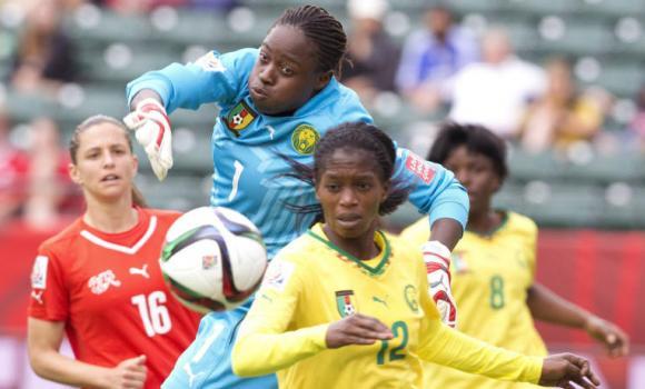 Torhüterin Annette Ngo Ndom während der Begegnung Schweiz gegen Kamerun am 16. Juni 2015 im kanadischen Edmonton