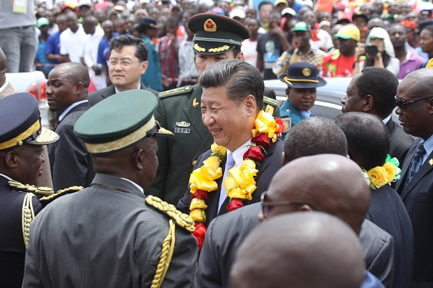 Xi Jinping (mittig) in Harare ( Simbabue) am 1. Dezember 2015.