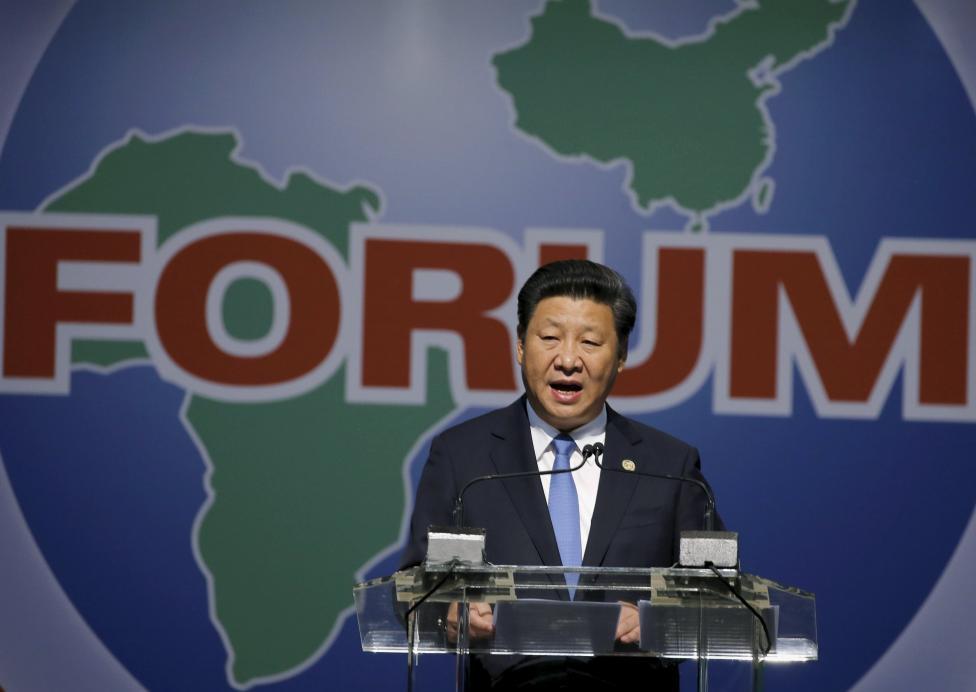 """Chinas Staatspräsident Xi Jinping legt die """"China-Afrika-10-Kooperationspläne """" ( auch """"Xi-Riesenprogramm für Afrika"""" genannt) am 4. Dezember 2015 im südafrikanischen Sandton dar."""