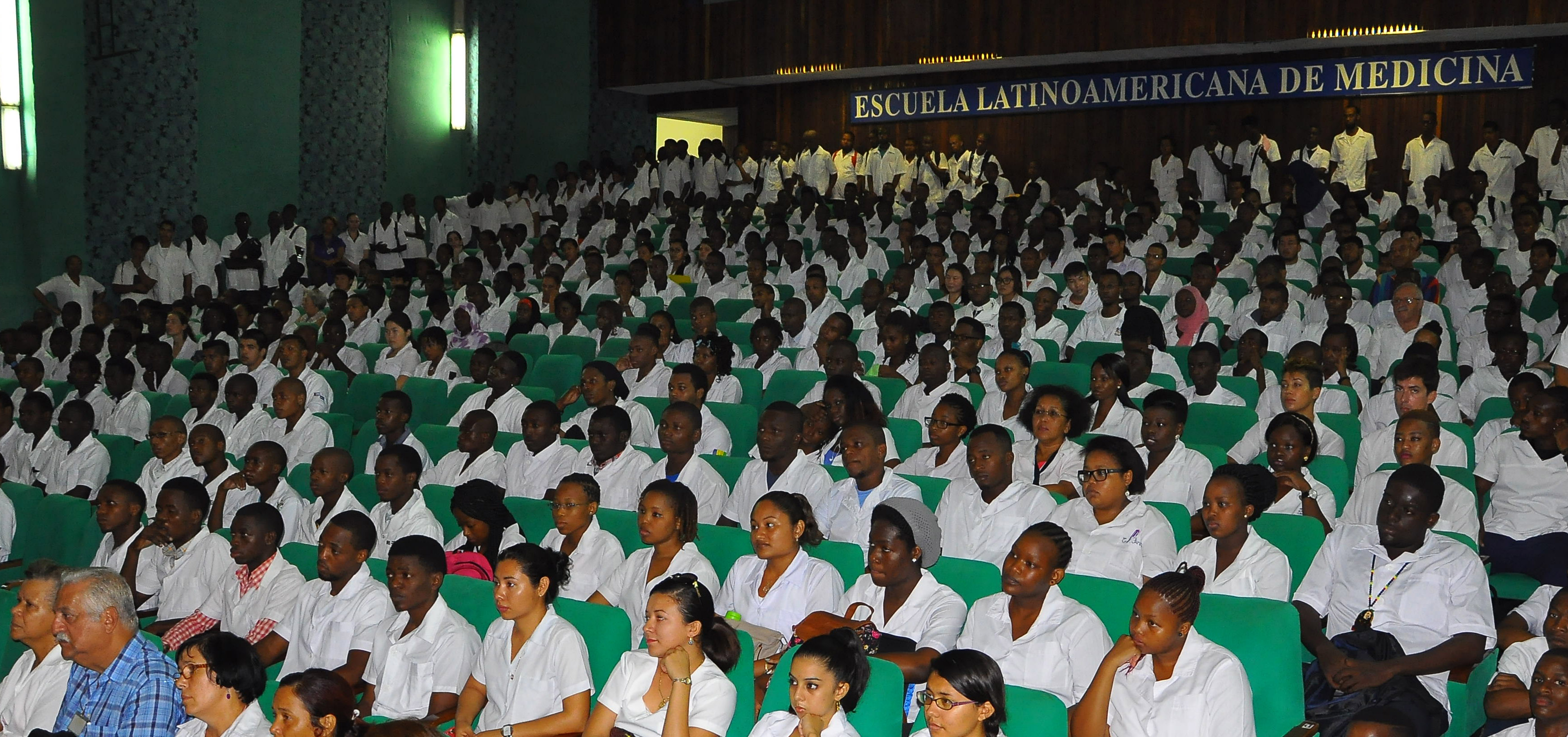 """Medizinstudierende der """"Lateinamerikanischen Hochschule für Medizin"""" in La Habana, Kuba."""