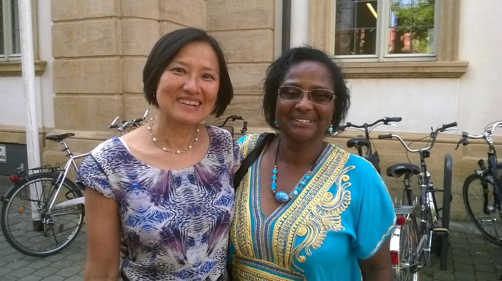 Marissa Pablo-Dürr ( Vorsitzende von Migrantinenn-Netzwerk Bayern e.V.) und Dr. Pierrette Herzberger-Fofana ( Vorstandsmitglied).