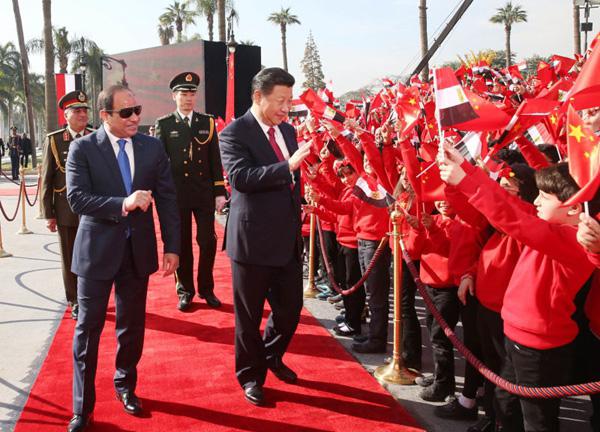 Chinas Staatsoberhaupt Xi Jinping (rechts) wird im Januar 2016 in Ägypten bejubelt.