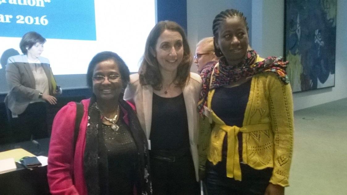Berlin, 13. Januar 2016 -- von links: Stadträtin Dr. Pierrette Herzberger-Fofana, Staatsministerin Aydan Özoğuz und Elisabeth Beloe, Vorsitzende von move Global e.V.