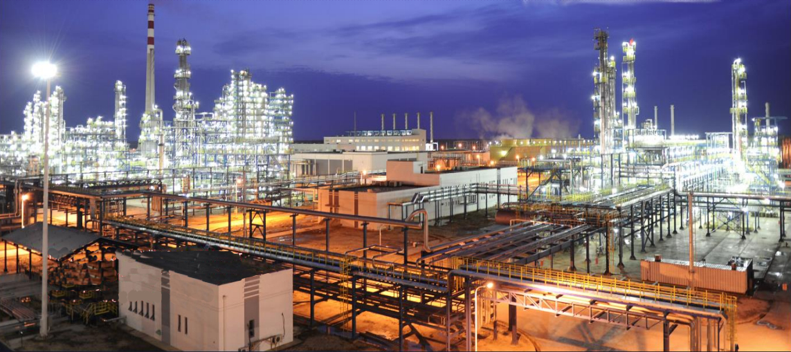 Die Erdölraffinerie von Dschermaja in Tschad wurde von Chinesen gebaut.