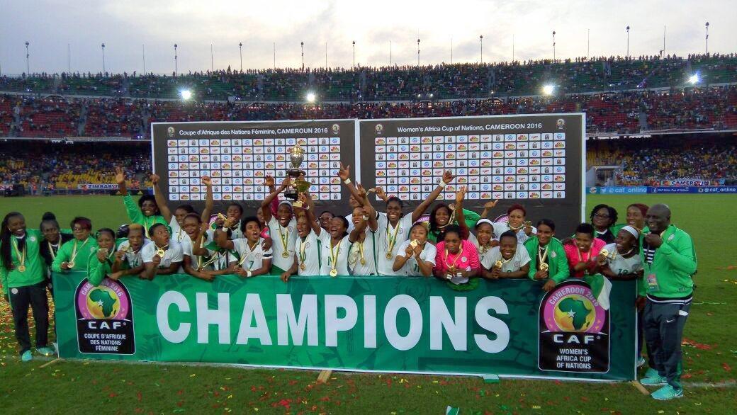 """Die """"Spitzenfalkinnen"""" Nigerias nach ihrem Sieg über die """"Unbezähmbaren Löwinnen"""" Kameruns am 3. Dezember 2016 in Jaunde, der Hauptstadt Kameruns."""